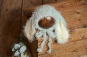 Bonnet avec oreilles lapin à poils bleu bébé