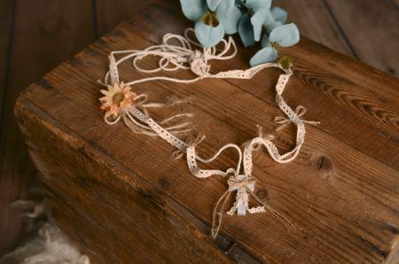 Croce in legno e pizzo fiore