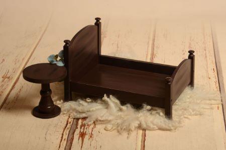 Pack Bett und Tischchen in Braun