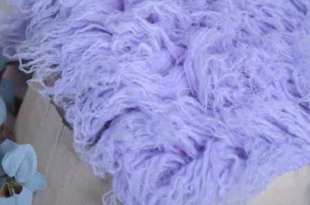 Mittelgroßes Flokati in Lavendel