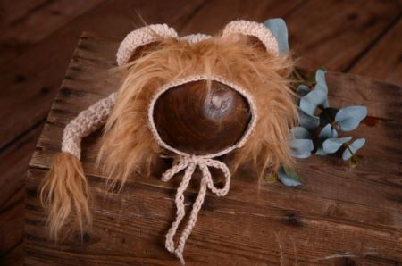 Hat with lion ears