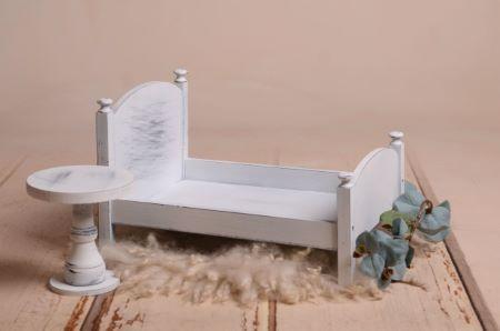 Pack Bett und Tischchen in Weiß