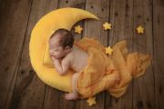 Set de luna, cojín y estrellas amarillo