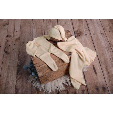 Beige stitch pyjamas, hat, and wrap set