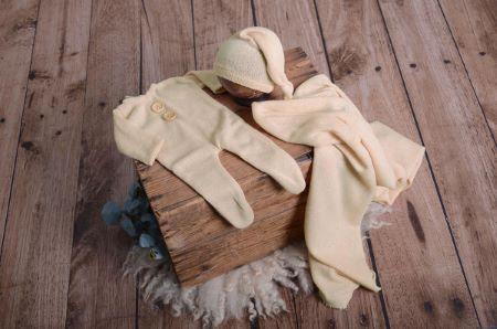 Set wrap, berretto e pigiama in maglia beige