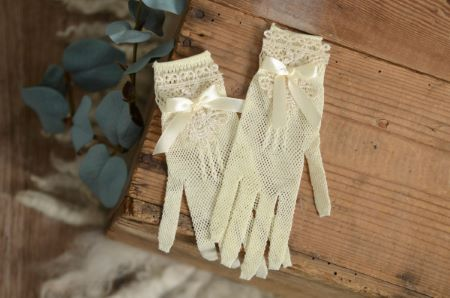 Vanilla gloves with lace and bow