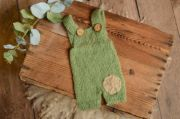 Angoralatzhose mit Aufnäher in Grün