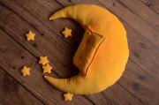 Set de lune, oreiller et étoiles jaune