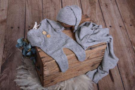 Set wrap, berretto e pigiama in maglia grigio screziato