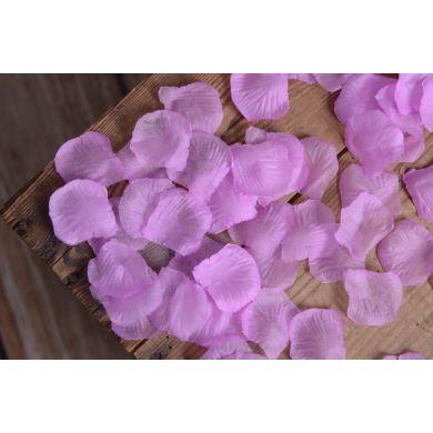 Blumenblätter in helles Violett