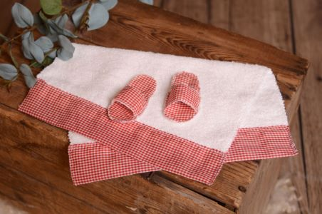 Red slippers and towel set