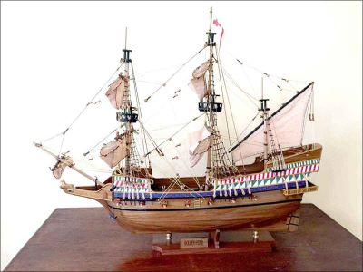 Golden Hind Ship Model (1576) Light Wood