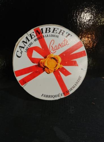 Camembert cravate