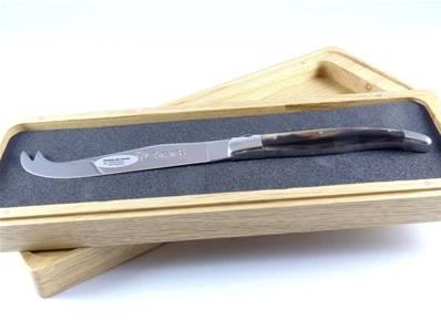 Couteau à fromage manche corne Laguiole en Aubrac