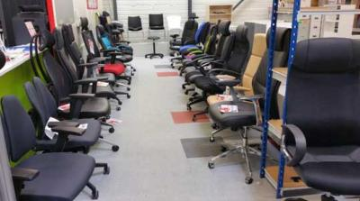 Notre second showroom avec une grande partie de nos fauteuils de bureau disponibles.