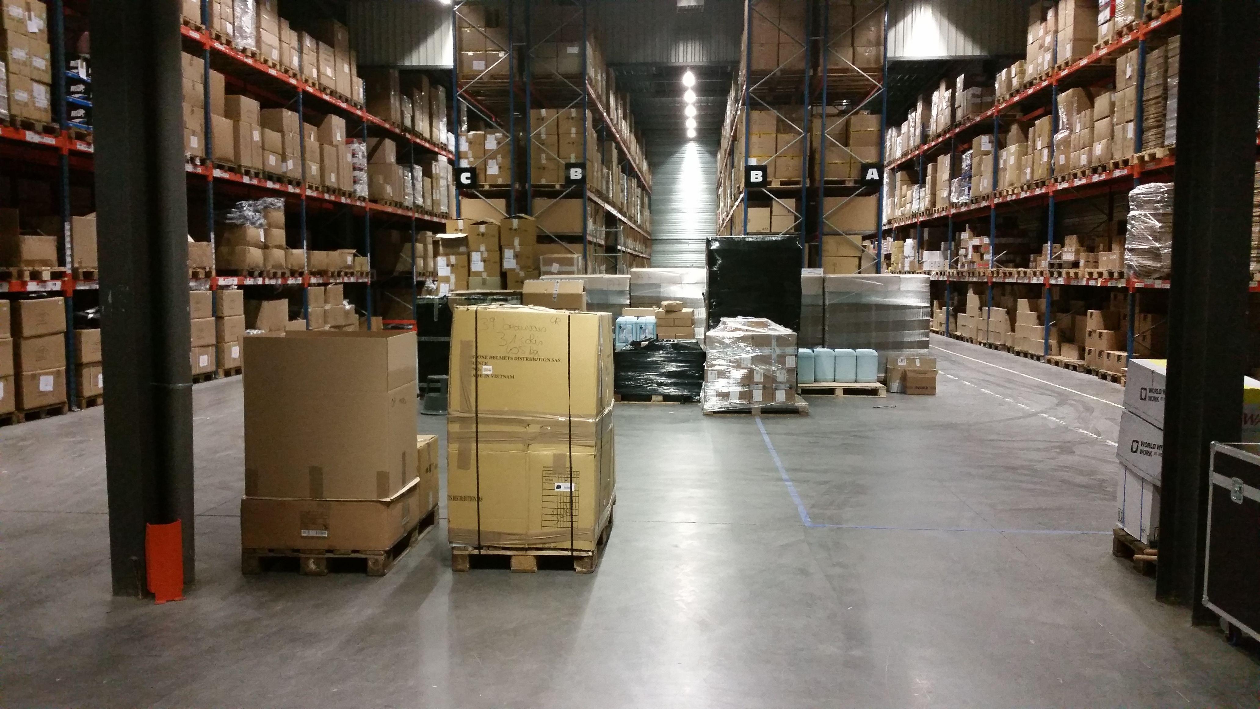 L'un de nos 2 espaces de stockages de fauteuil de bureau afin de répondre au mieu et au plus vite à vos demandes.