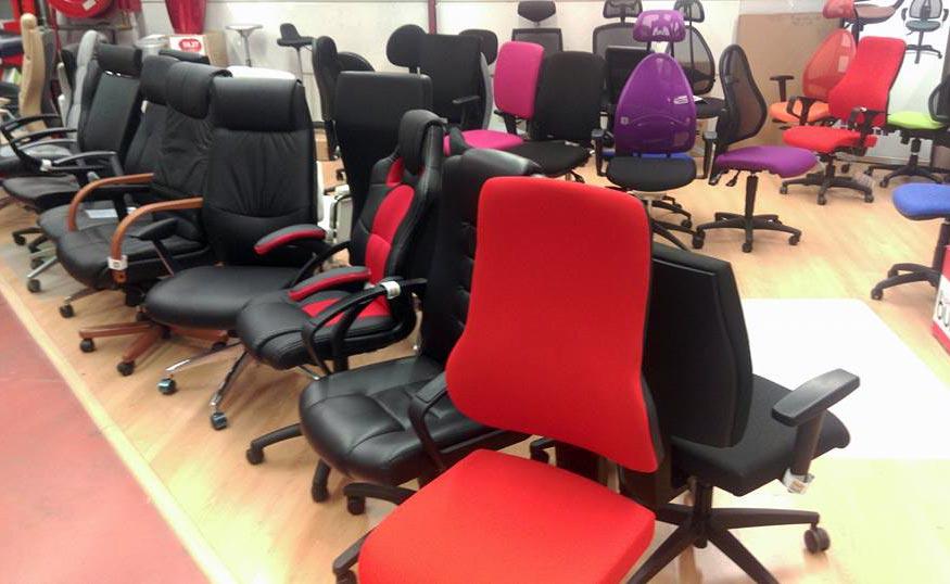 Notre showroom où vous retrouvez une partie de notre gamme de fauteuil de bureau.