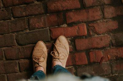 Repose-pieds de bureau : la position de vos jambes contribue aussi à votre confort