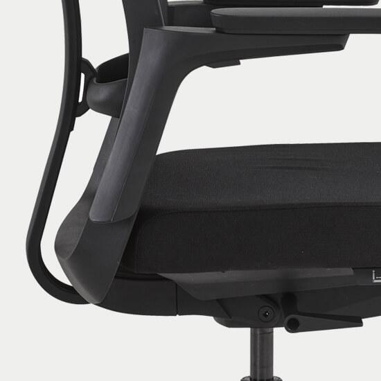 Zoom sur le mécanisme du fauteuil de bureau synchrone Roncey