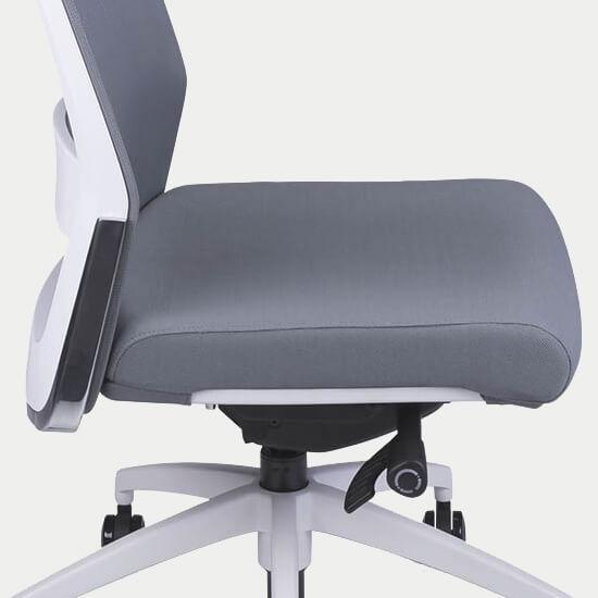 Zoom sur le mécanisme synchrone du fauteil de bureau ergonomique en tissu Gap