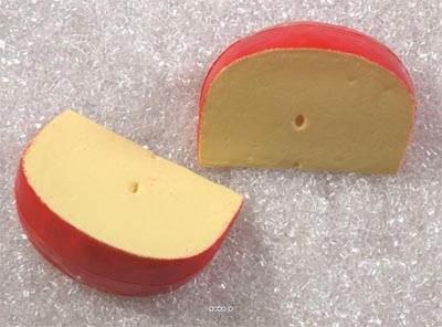 Edam morceau de fromage en lot de 2 en Plastique soufflé L 110x75 mm