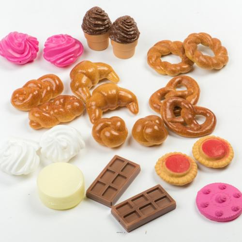 Viennoiseries artificielles assorties 22 pieces en plastique soufflé