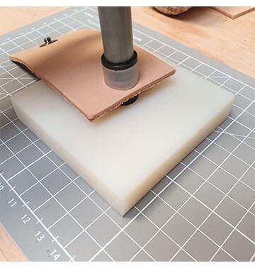 Kit de pose - Plaque diam 8mm + manche à frapper en inox - PINCE