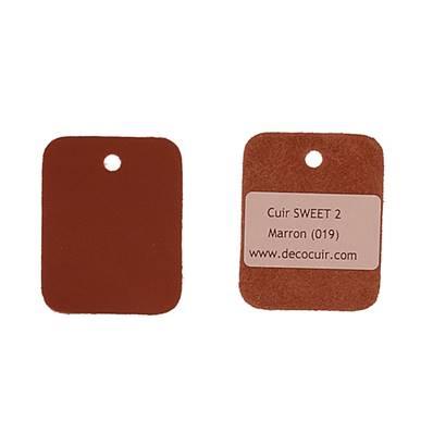 Un échantillon de cuir de vachette SWEET 2 - MARRON