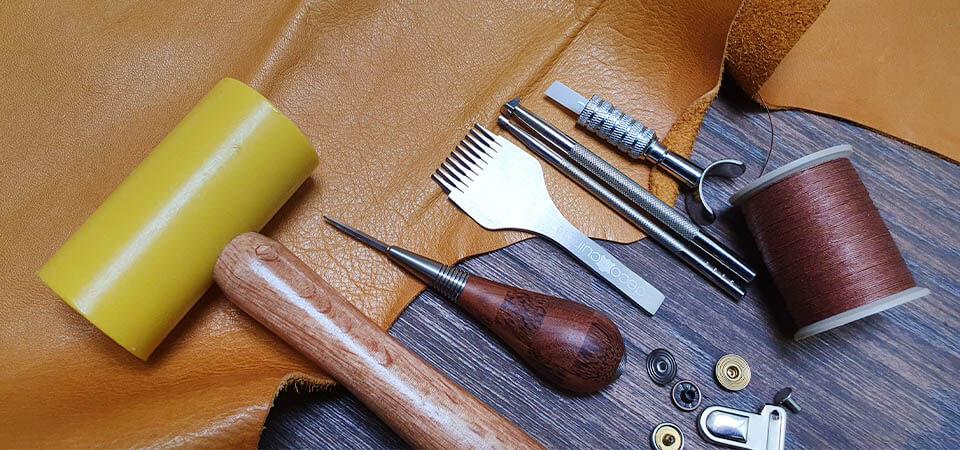 Les outils indispensables pour débuter le travail du cuir