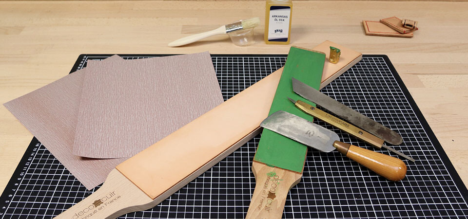 Vidéo   Comment préparer un strop et affûter un couteau à parer le cuir ?
