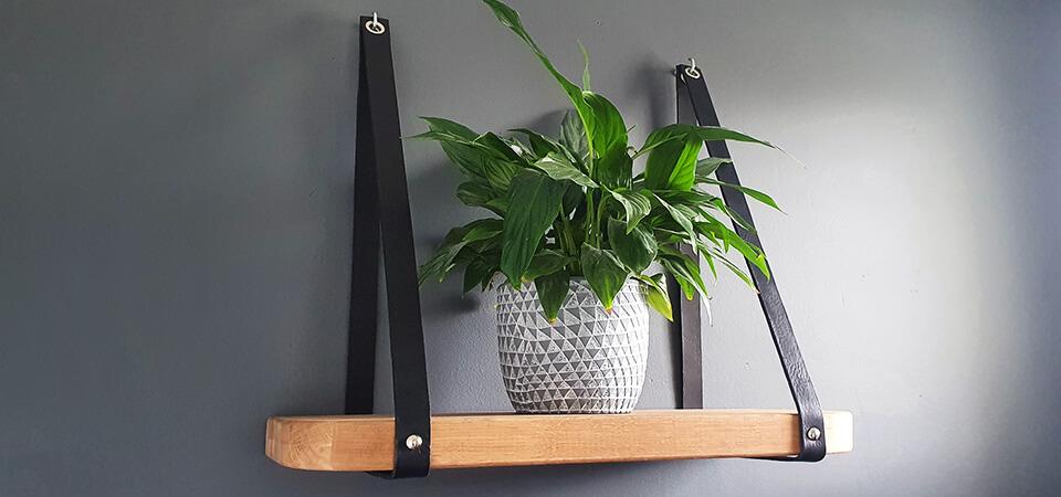 DIY : Comment suspendre une étagère avec des lanières en cuir ?