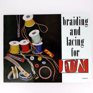 "Livre ""BRAIDING & LACING FOR FUN"" - Le tressage et le laçage en s'amusant"
