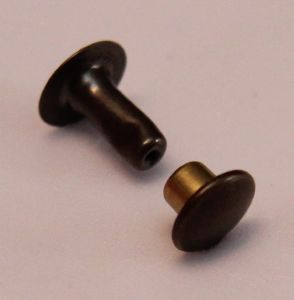 Lot de 20 rivets moyen en laiton (T3) finition laiton vieilli