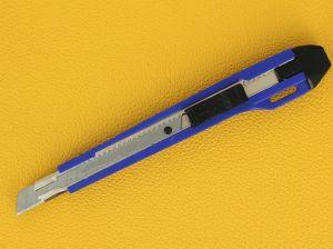 Cutter 9 mm avec guide métal