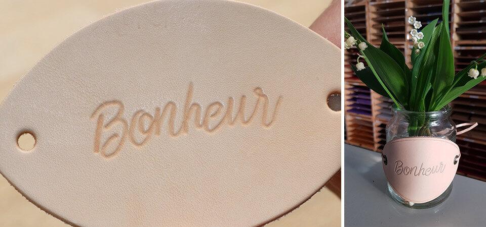 Habiller un pot en verre avec une étiquette en cuir - Modelage du cuir