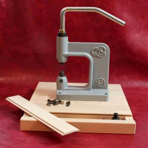 Socle en bois pour presse d'établi avec tiroir coulissant
