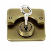 Fermoir bouton poussoir rectangle avec clé - 43x48mm
