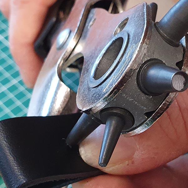 faire un trou dans le cuir