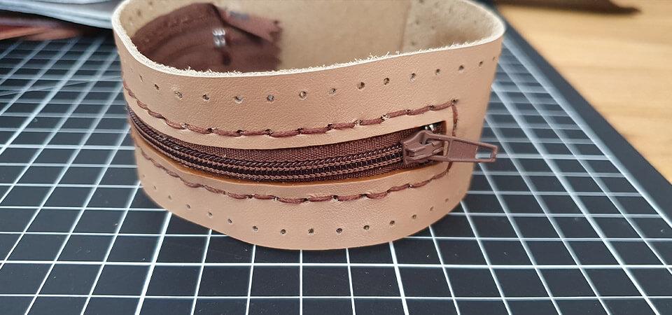 couture du cuir à la main