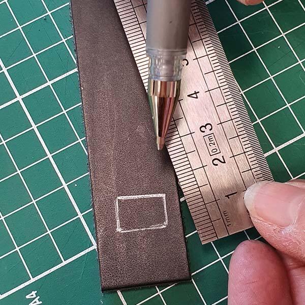 tracer un carré sur le cuir