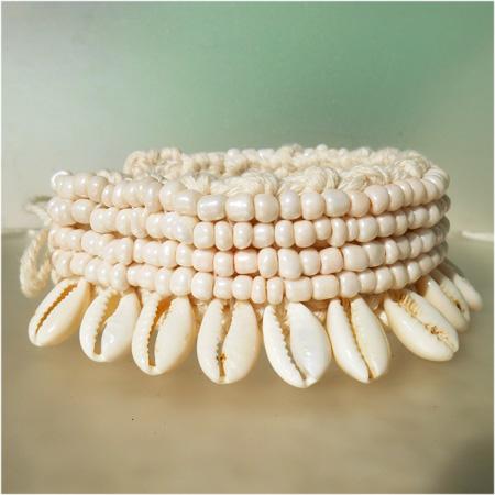 Bracelet pour Cheville en Crochet et Coquillages Cauris Perles de rocaille beiges