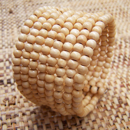 Bracelet en bois manchette rangs de perles en bois clair