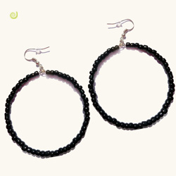 Boucles d'oreilles style créoles anneaux en perles noires