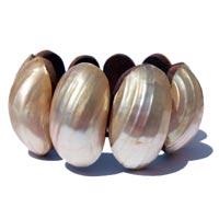 Bracelets en nacre et en coquillages artisanat en vente dans la boutique en ligne Matajava créations originales