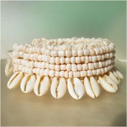Bracelet pour Poignet ou Cheville en Crochet et Coquillages Cauris Perles de rocaille beiges