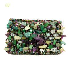 Bracelet manchette vert perles de rocaille et pierres jade et améthyste