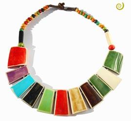 Collier plastron Ethnique en Os teinté multicolore