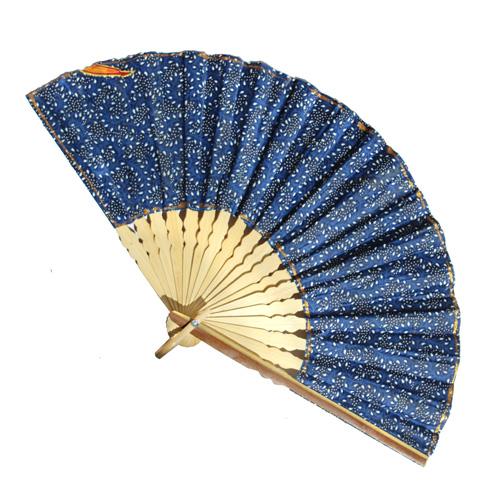 Eventail Bleu en Bambou et tissu imprimé motifs batik indonésien - Grand modèle