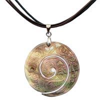 Colliers et pendentifs en nacre et coquillage en vente dans la boutique en ligne Matajava