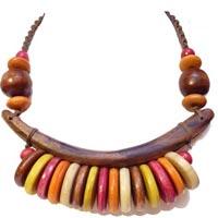 Colliers en Bois Colorés Artisanat Indonésien En vente dans la boutique en ligne Matajava